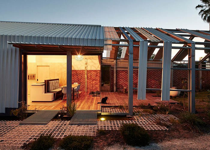 Brilliant-Aussie-home-with-an-unfinished-inside-out-look