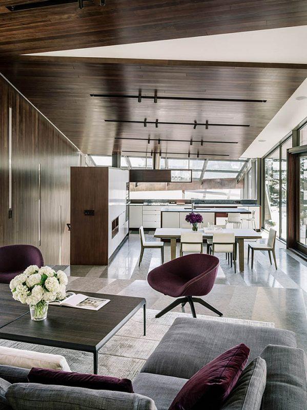 Open-floor-living-plan-of-the-trendy-California-House