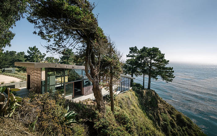 Stunning-California-home-with-Pacific-Ocean-views-on-top-of-a-cliff