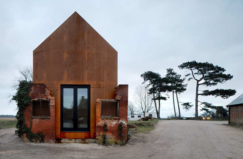 Dovecote-Studio-Tiny-Retreat-Haworth-Tompkins-England-Exterior-Humble-Homes