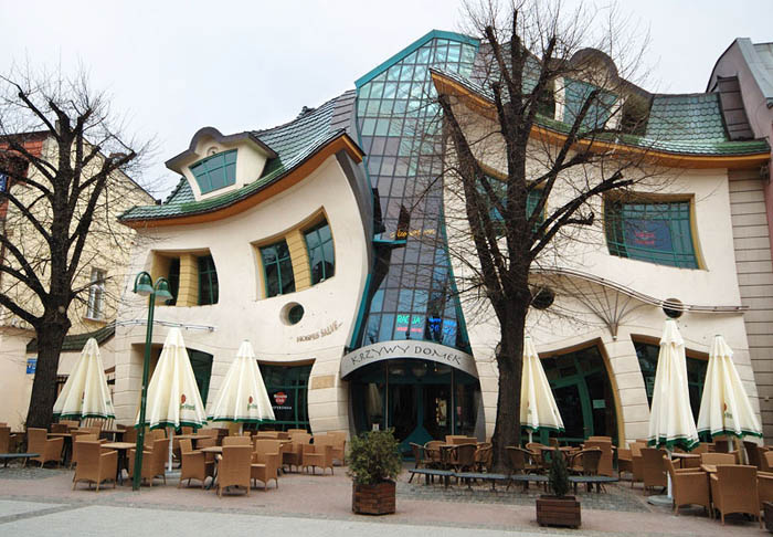 Krzywy-Domek-Crooked-House_1