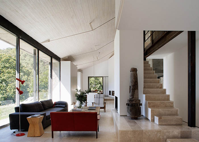Modern-interiors-of-the-renovated-countryside-house