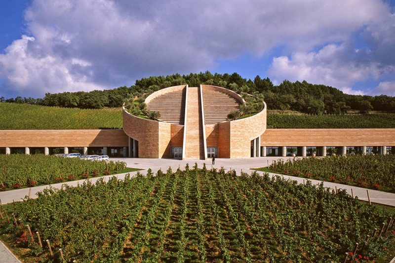 item2.rendition.slideshowHorizontal.best-designed-wineries-03-petra-winery-suvereto-italy