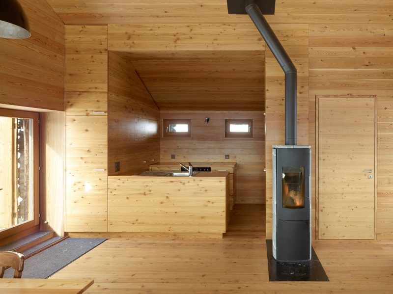 Gaudin-House-Small-Cabin-Savioz-Fabrizzi-Architectes-Switzerland-Kitchen