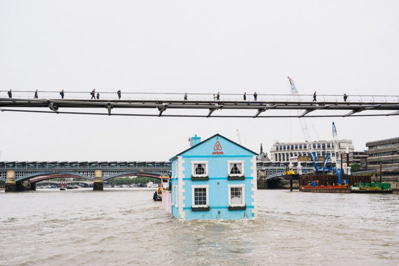 airbnb-floating-house-river-thames-london-designboom-03
